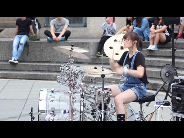 Японская барабанщица взрывает Youtube! Japan drummer girl!