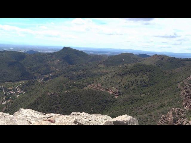 Бесподобный вид с горы Гарби (el Garbí) в природном парке Сьерра Кальдерона. Валенсия. Испания.