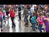 Детский танцевальный флэшмоб с Миньоном - Dance school SOL (Детский праздник-2015)