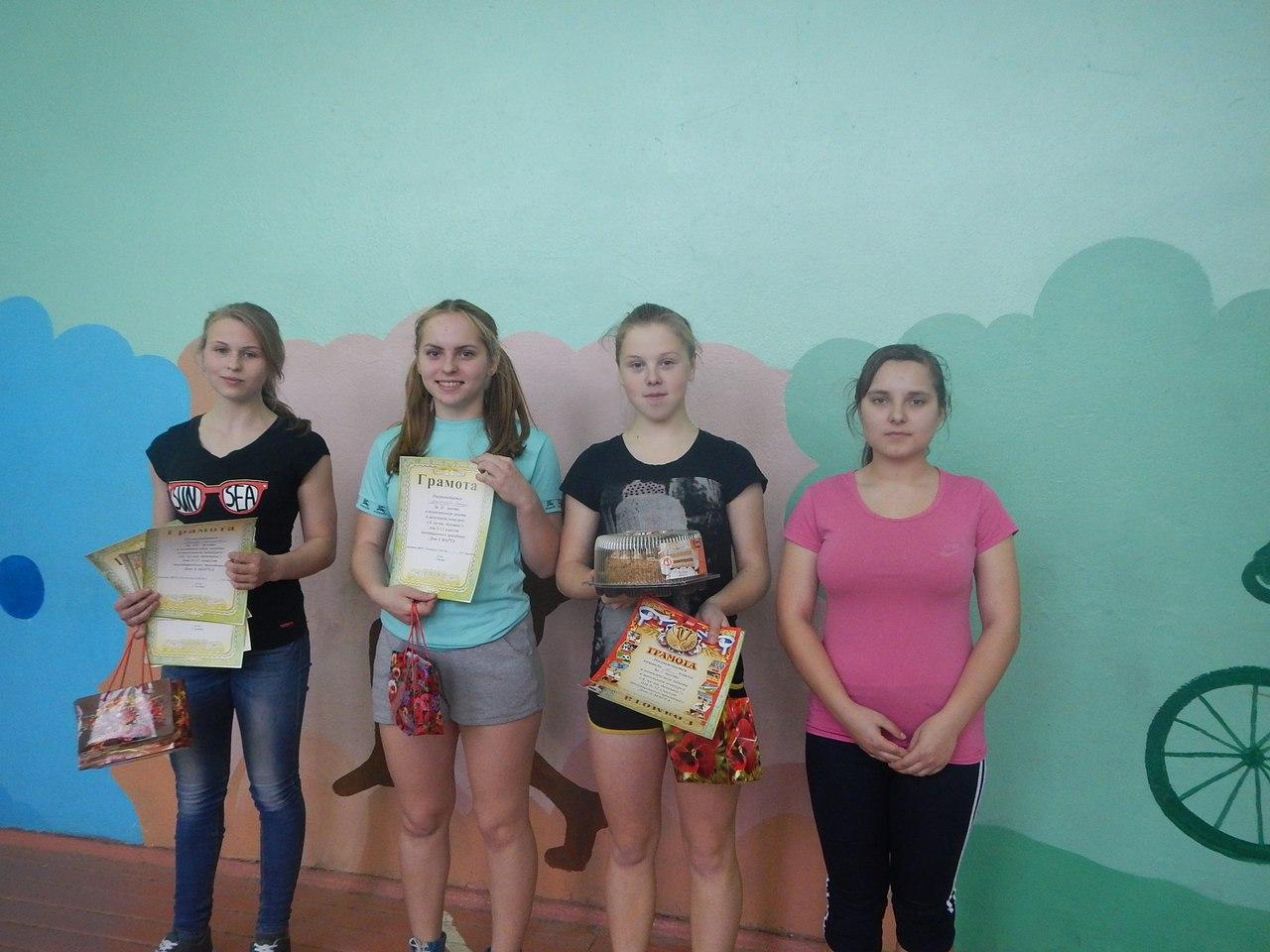 Фото девушек в одном фото было 4 девушек