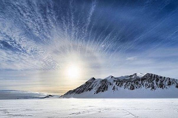 Самое холодное место на Земле — это высокий хребет в Антарктиде, где зафиксирова...