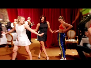 клип  Spice Girls - Wannabe 1996 г. музыка 90-х  Премия Brit Awards в номинации «Лучший британский видеоклип