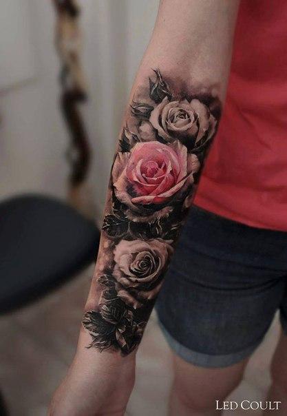 Тату на руке для девушки с цветами