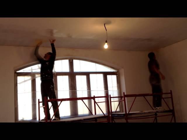 как клеить стеклохолст на потолок и как избавится от вазникновений трещин на потолке