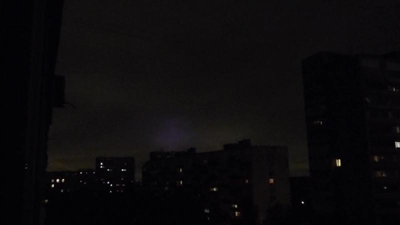 7 августа 2016 г . , 23 ч. 30 мин . Дождь и гроза . Что это за странное цветное световое свечение ?