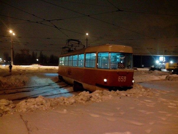 На Салтовке трамвай раскрутился вокруг своей оси (ФОТО)