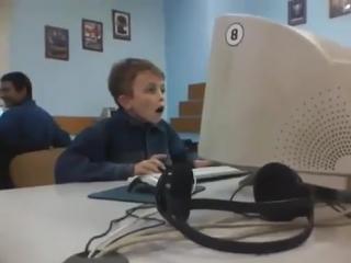 Первый раз смотрит видео для взрослых