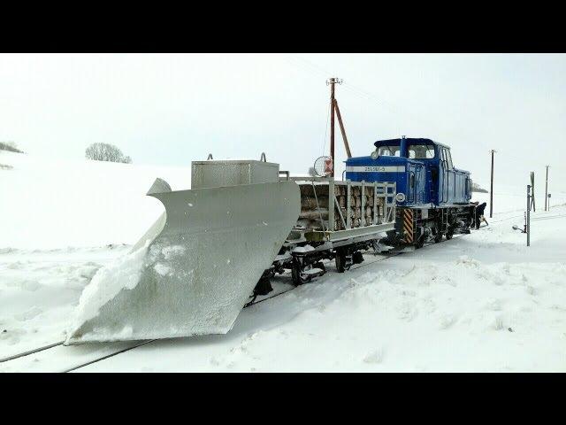 Rasender Roland im Winter 2013 Diesellok 251 901 mit Schneepflug RüBB Insel Rügen V51 901 Snow Plow