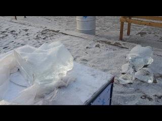 Як руйнували льодові фігури на житомирському Різдвяному ярмарку - Житомир.info