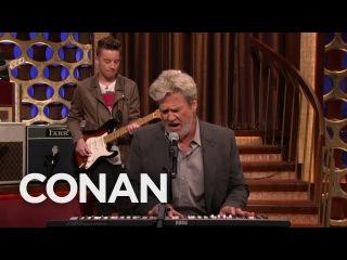"Jeff Bridges Performs ""The Man In Me"" - CONAN on TBS"