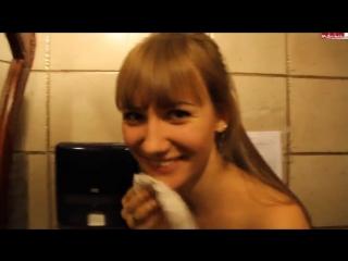 Порно в туалете русское