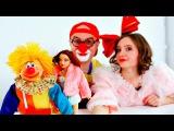 Смешные видео. Клоун Дима и Мася играют машинками и куклами. Чьи игрушки лучше?