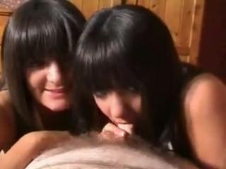 Клубные близняшки сосут у парня в сауне, инцест, 18+, русское порно, секс