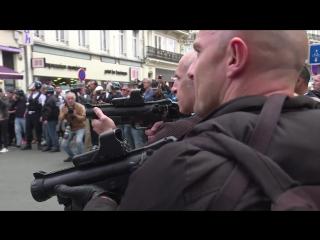 Полиция Франции  против фанатов Англии. Прямо боевик