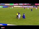 El árbitro más 'chulo' se encara con el jugador y lo empuja al suelo
