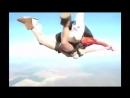 golaya-prignul-na-parashute