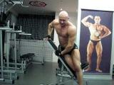 Как накачать широкие плечи - №152. Бодибилдинг и Фитнес. Упражнение для дельт на боку
