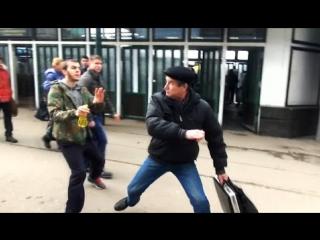Лев Против 35 - Одним ударом двоих.