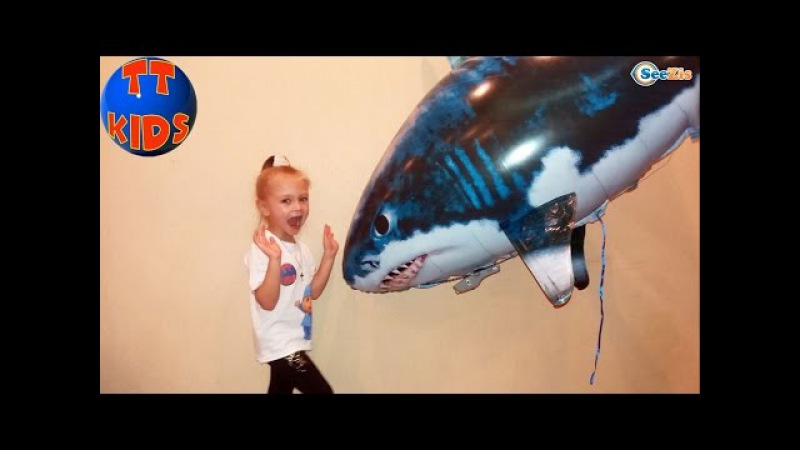 ✔ Ярослава — распаковка летающей акулы / Air Swimmers Remote Control Flying Fish / Video for kids ✔