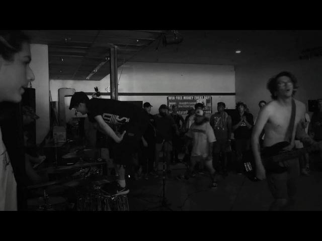 Divebomb - A.D.A.D. Live feat. Eddie Sutton of Leeway » Freewka.com - Смотреть онлайн в хорощем качестве