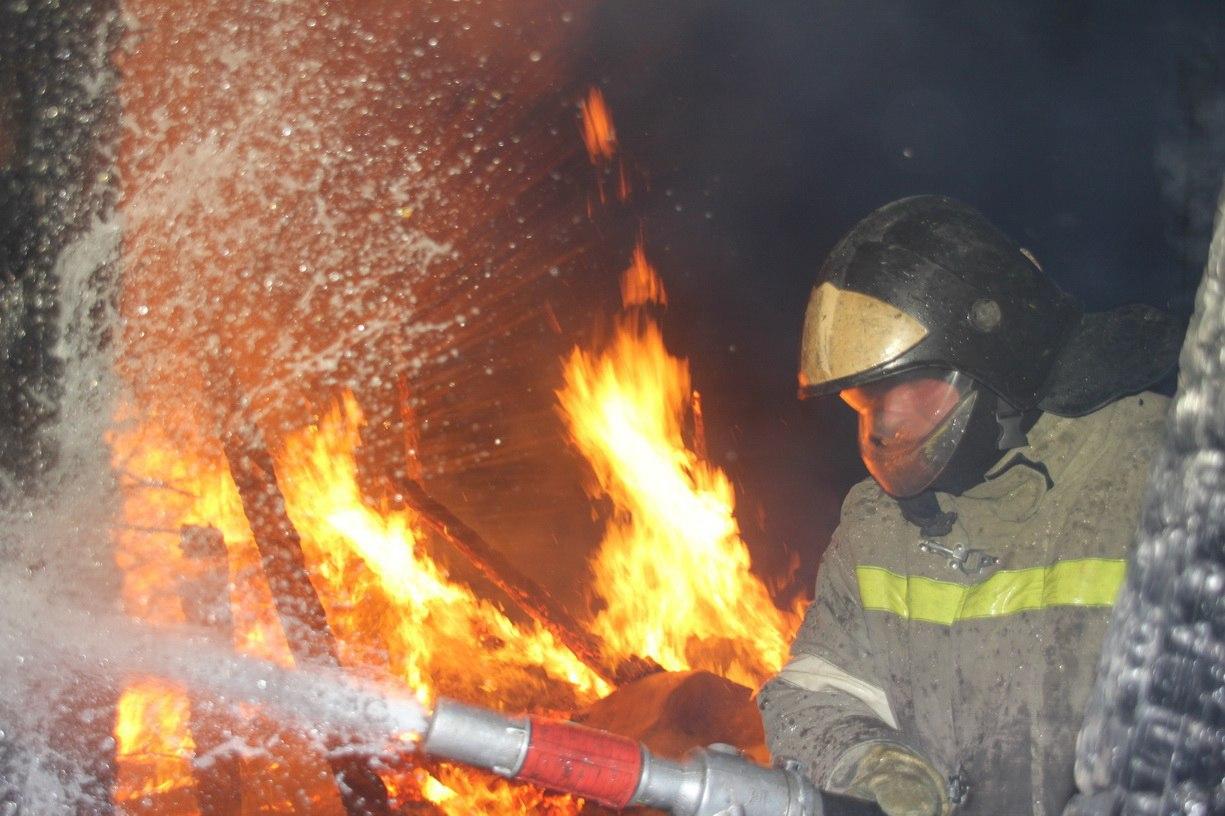 В Таганроге из-за непотушенный сигареты произошел пожар в дачном домике