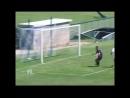 Школьник сделал сальто через вратаря и забил гол