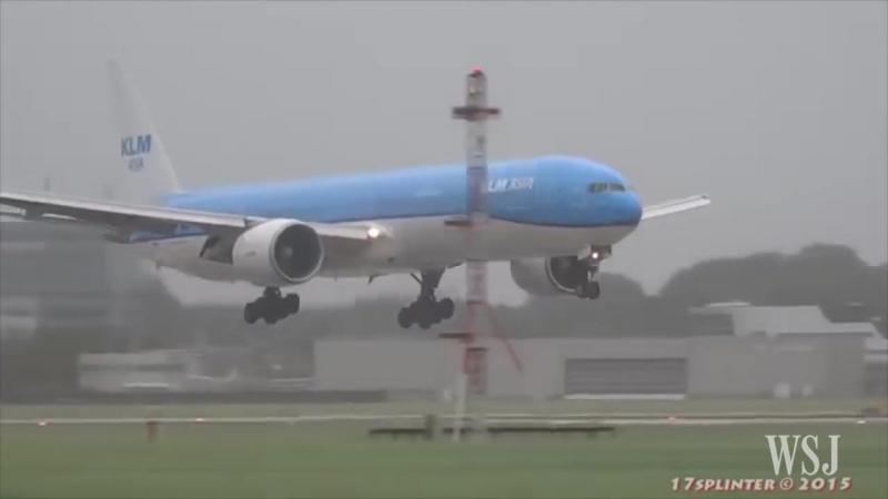 Экстримальная посадка лайнера Boeing 777 авиакомпании KLM во время штрома