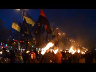 В Запорожье прошло факельное шествие в память о героях Крут