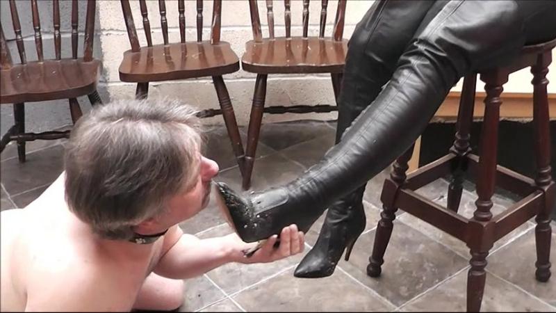 Лизание женских сапожек рабами видео в контакте — photo 5