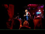 Kelly Clarkson - Addicted (Take 40 Live Lounge)