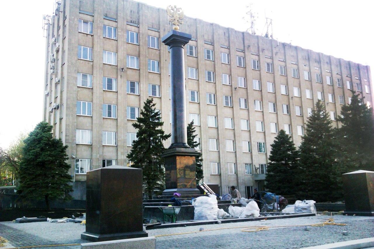 Журналисты: Стела Города воинской славы в Таганроге падает