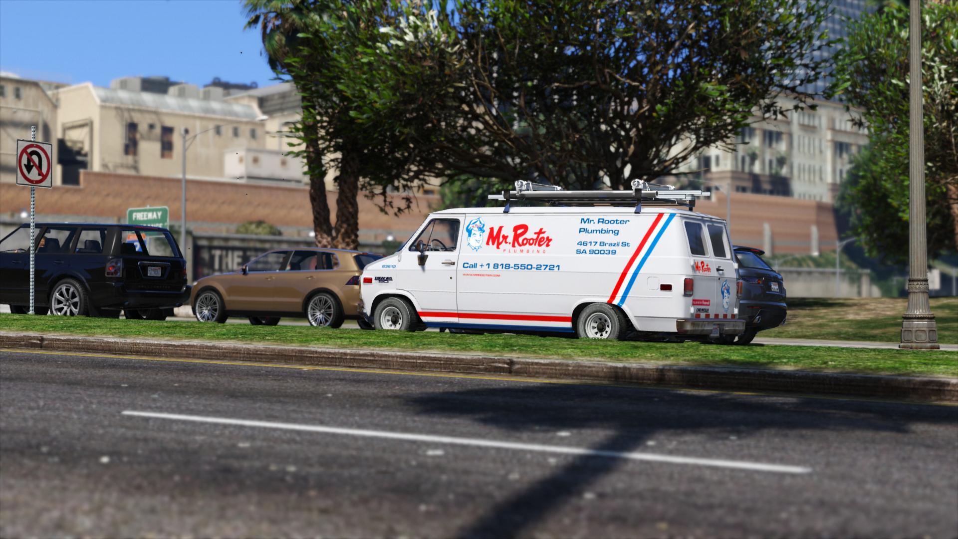 Красивый фургон в ГТА5 на улице города