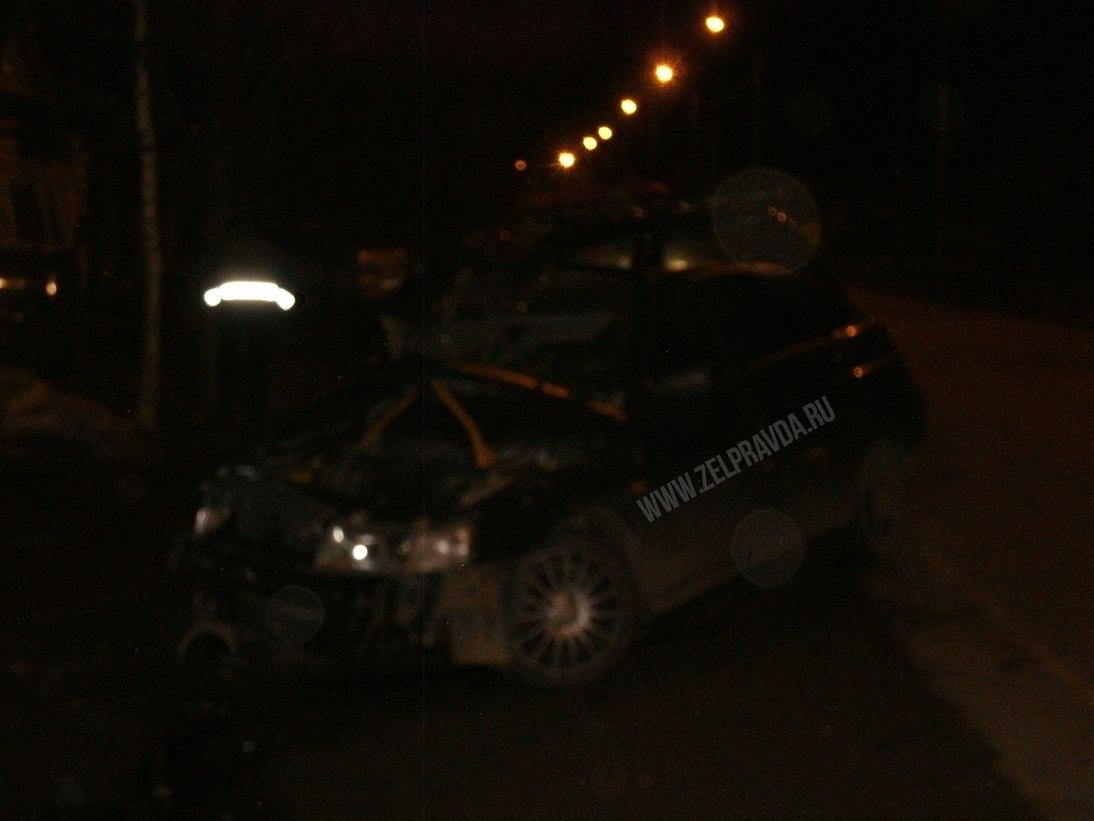 В станице Зеленчукской на улице Леонова столкнулись два автомобиля