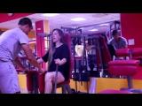 Девушка троллит парней в спортзале