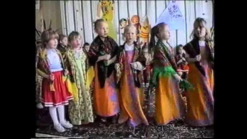 Дети празднуют Пасху. Детский садик Олененок. Автор Анна Худалей. 1 мая 1994 год.