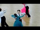 Егор Борисенко с Илоной танцуют медленный вальс на конкурсе