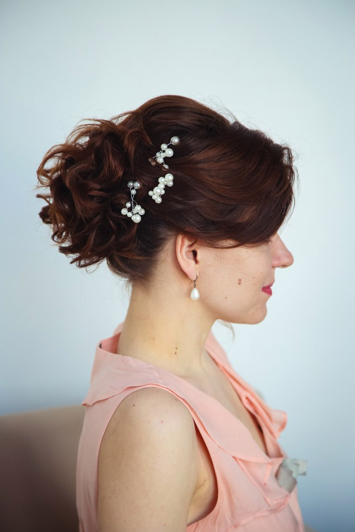 Все виды причесок, макияж, окрашивание, наращивание волос, окрашивание и дизайн бровей от 10 руб.