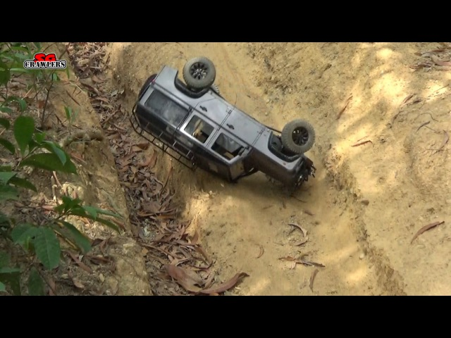 Land Rover Defender 110 Jeep Wrangler Toyota Hilux Gmade R1 Rock Buggy offroad trails crashes!