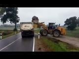 Погрузка огромного камня на грузовик - Видео Dailymotion