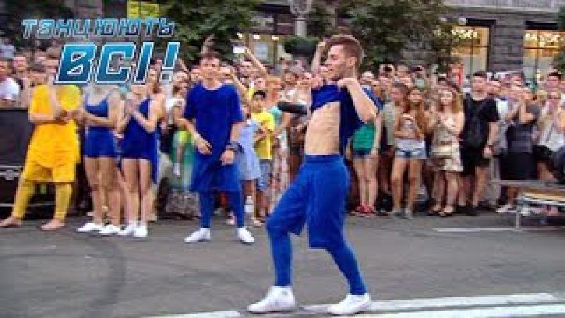 Крутой танец парней Танцевальный батл на Майдане Танцуют все