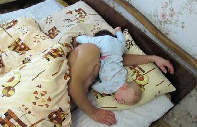 DcNIX2YvyiU - 20 Доказательств того, что ребенок может заснуть независимо от времени и места