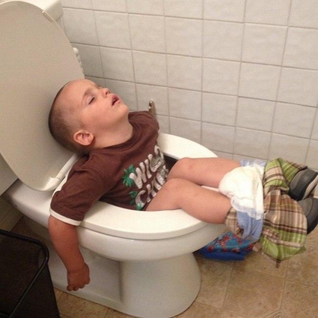 VSY9hPnlxpc - 20 Доказательств того, что ребенок может заснуть независимо от времени и места