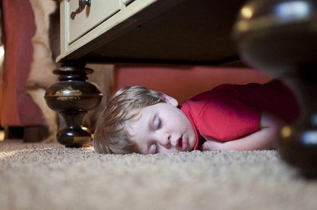 J887iNih3NE - 20 Доказательств того, что ребенок может заснуть независимо от времени и места