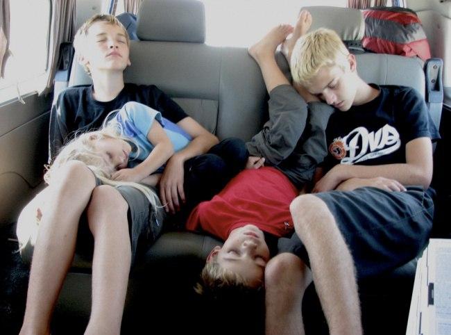 bf9Jzekkwg8 - 20 Доказательств того, что ребенок может заснуть независимо от времени и места