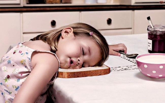 eU9A9rX2nOU - 20 Доказательств того, что ребенок может заснуть независимо от времени и места