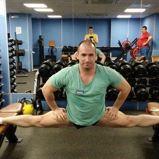 Тренер по фитнесу ученицу в попу