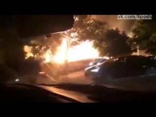 Мощный пожар в Детройте после взрыва магистрального газопровода / The explosion of a gas line triggered an impressive fire