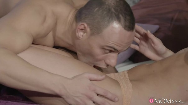 MomXXX – Paola Mike – Dont Wait Too Long