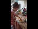 красотулька моя. юный шеф повар