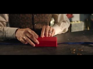 Реклама Сбербанк - Новогодняя (Девочка и бусы)
